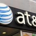 美國電信業者 AT&T 考慮收購時代華納,引發蘋果密切關注