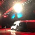 除了卡車和超跑,馬斯克還發表了每個人都買得起的「特斯拉行動電源」